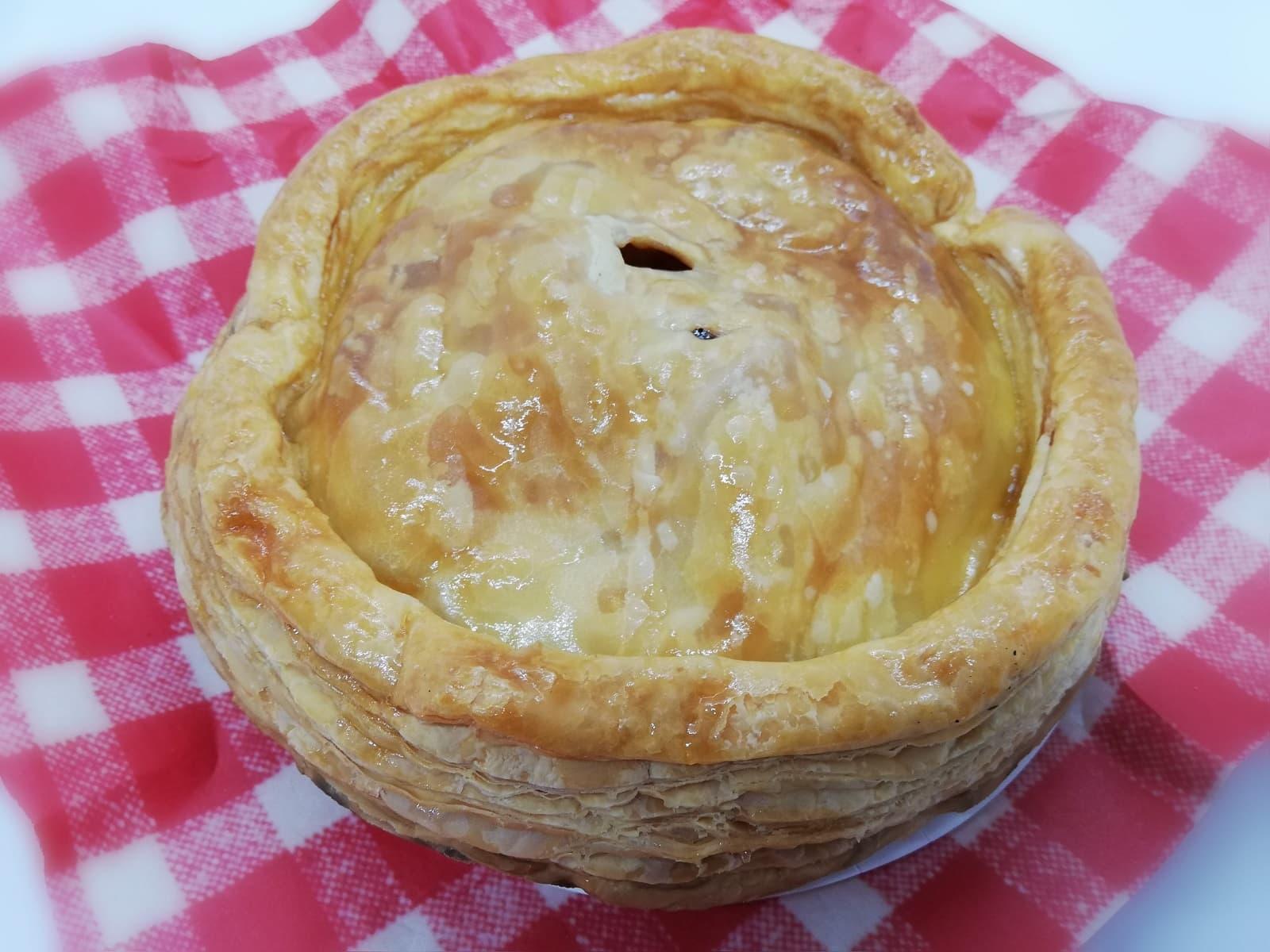 香り高いベーカリーミツバチのアップルパイのパイ生地