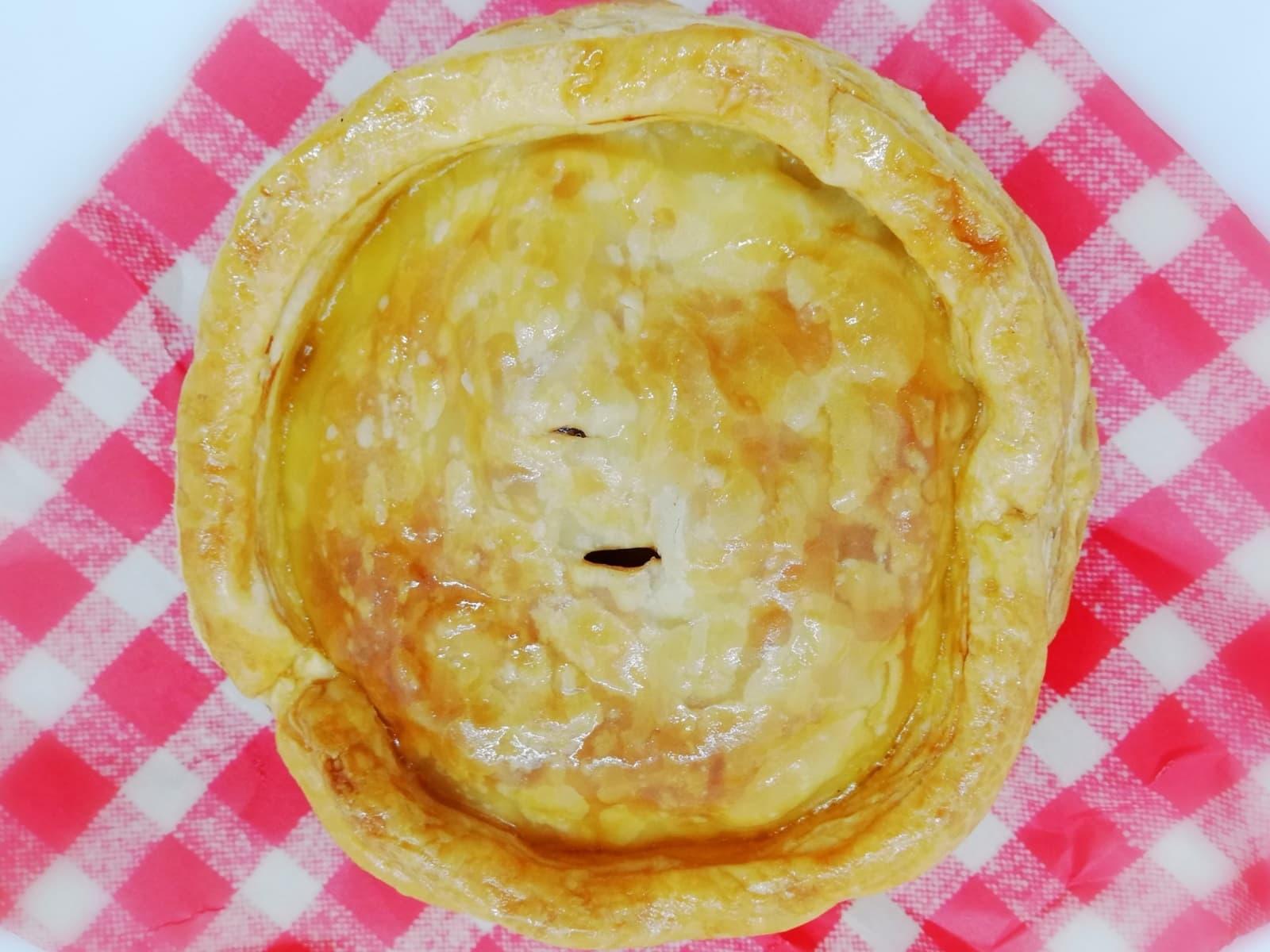 情熱があふれるベーカリーミツバチのアップルパイ