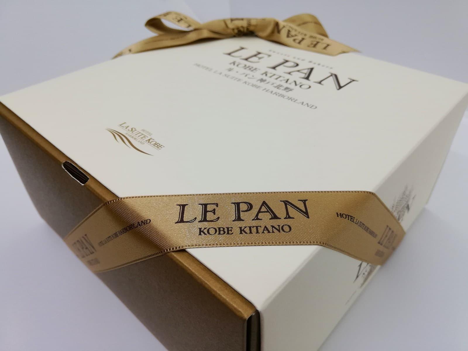 お取り寄せしたル・パン神戸北野のアップルパイが入っている箱