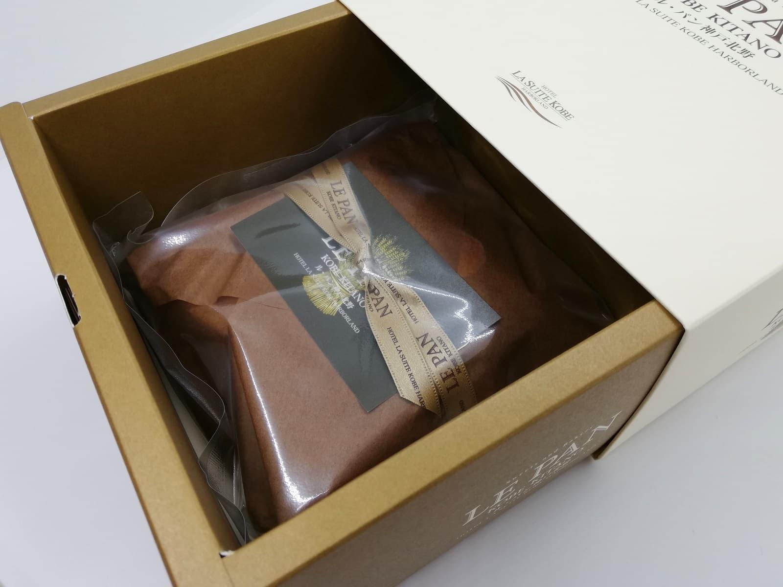 ラグジュアリー感が漂う、ル・パン神戸北野のアップルパイの箱